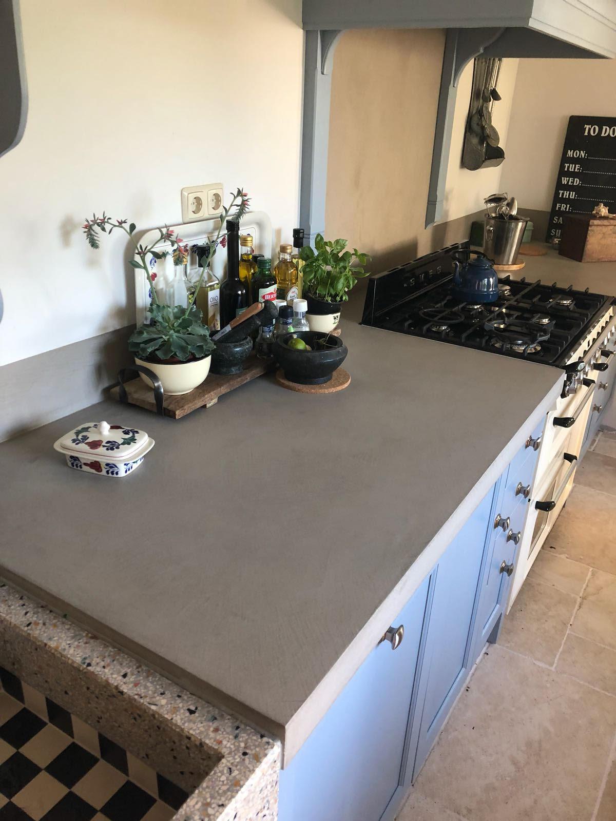 beton look landelijke keuken 2 Ciré Plastery